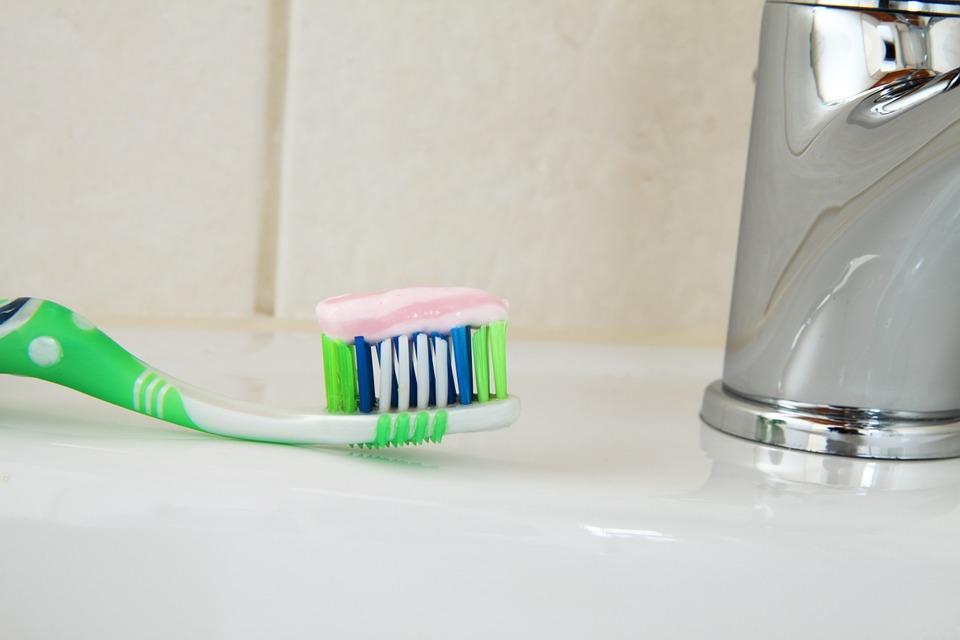 L'utilisation du dentifrice à la maison